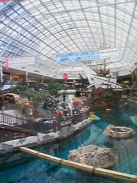Bateau de pirates dans le Centre d'achat West Edmonton Mall