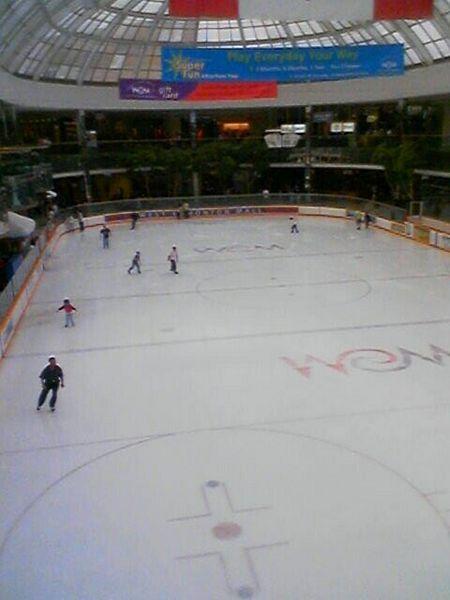 Patinoire dans le Centre d'achat West Edmonton Mall
