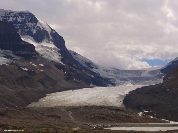 Vue du champ de glace Columbia depuis le stationnement