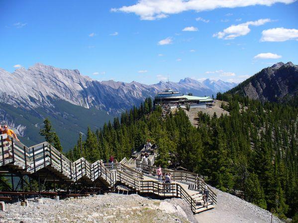 Les escaliers en haut du téléphérique de Banff