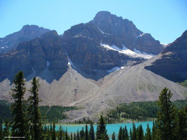 La montagne au nord du glacier Crowfoot