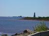 Un phare à côté du pont de la Confédération