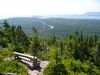 Le petit banc de bois en haut du mont Broad Cove